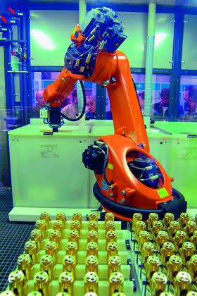Roboter: Galvanikroboter fertigt flexibel ab Losgröße 1