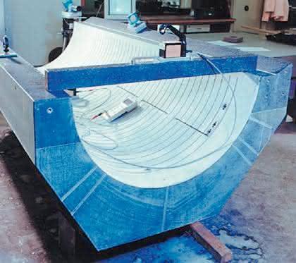 Maschinenbetten aus Granit: Steinhart          gebettet