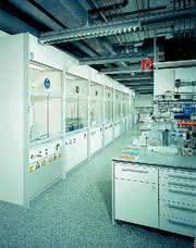 Laboreinrichtungssystem mc6: Höhenverstellbare Abzüge