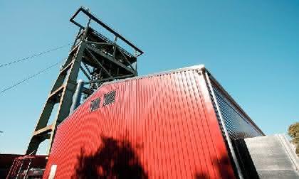 Hallenbau: Die erste wärme- und  schallgedämmte Stahlhalle