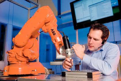 Industrieroboter: Der hört  aufs Wort