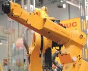 Handlingroboter M-10iA: Schlanker,  schneller, stärker