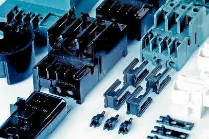 Bauteile aus Duroplasten: Gespritzt oder gepresst