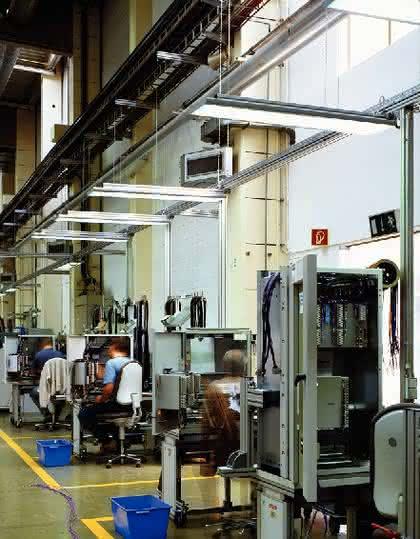 Arbeitsplätze im Freien (Heft 13), Gutes Licht für Büros  (Heft 4): Wie viel Watt Leistung