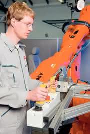Industrieroboter Serie IRB: Effiziente  Automobil-Montage