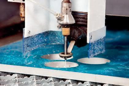 Wasserstrahlschneide-Technologie, Wasserstrahlteile: Auf Wassers Schneide