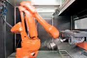 Roboterzelle Rob-Maxx: Roboter erledigt Handarbeit