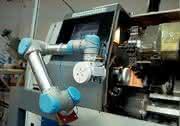 Sechs-Achsroboter UR-6-85-5-A: Kleiner Roboterarm soll Kunststoffindustrie stärken