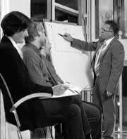 Wirtschaft + Unternehmen: Auf die Anforderungen der Kunden konzentriert