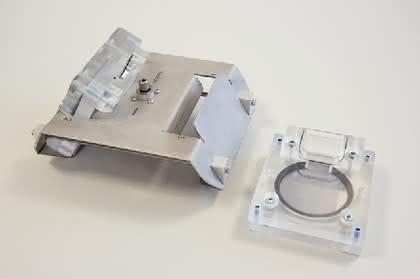 Chip-Produktionssystem ZentriForm: Mikrofluidik-Chip aus der Zentrifuge