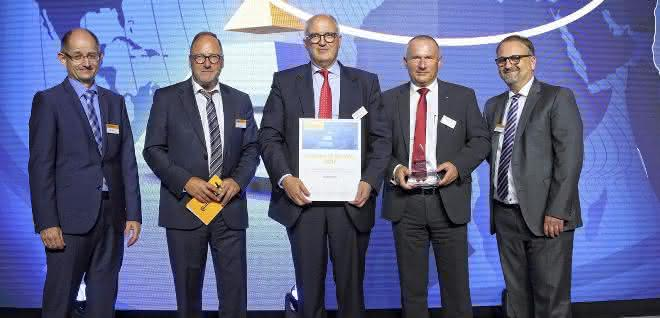Preisübergabe an Mahr-Geschäftsführer Stephan Gais