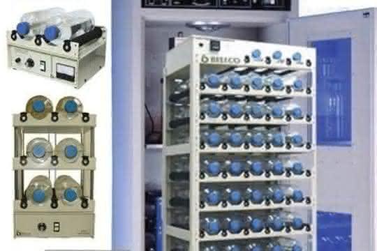 Für die mikrobiologische Synthese: Fürs Bioprocessing: Inkubatoren und passende Rollerapparate