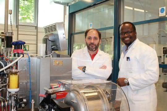 Prof. Dr. Marcelo Fernandez-Lahore mit Senior Researcher Dr. Martin Kangwa
