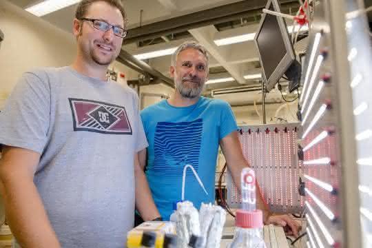 Die Bochumer Projektbeteiligten Marc Nowaczyk (rechts) und Adrian Ruff.