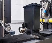 Einer der größten Industrie-Computertomographen vermisst Formteile bis zur Größe handelsüblicher Mülltonnen und kann diese zerstörungsfrei auf Fehler untersuchen.