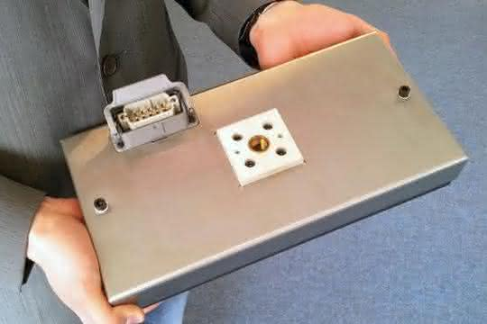 Für die thermische Prozessführung in der Kunststoff- und Folientechnik eignen sich in vielerlei Hinsicht anwendungsspezifisch ausgelegte Flächenheizplatten.