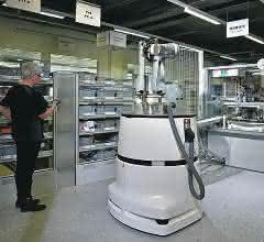 Das mobile Robotersystem navigiert selbständig zu seinem Arbeitsplatz