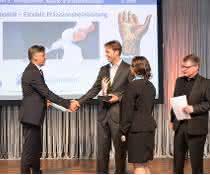 handling_award--Boll