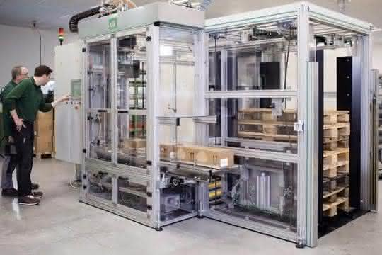 Verpackungsmaschine mit einem Pick-and-Place-Palettierroboter