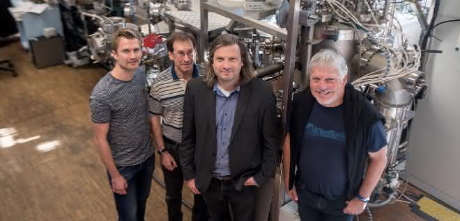 Das Forscherteam Tobias Löffler, Alan Savan, Alfred Ludwig und Wolfgang Schuhmann.