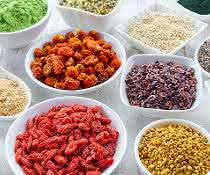 Immer mehr Verbraucher, die sich bewusst und gesünder ernähren wollen, kaufen sogenannte Superfood-Produkte.