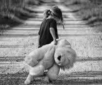 Kind mit Plüschtier