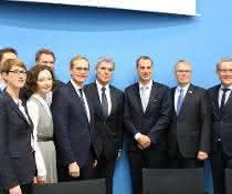 Gruppenbild nach der Unterzeichnung des MoU