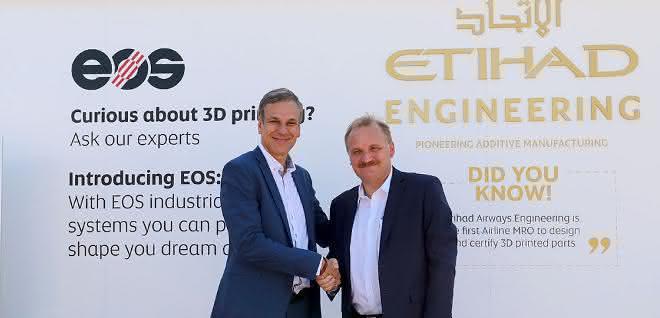 Markus Glasser, Senior Vice President Export Region bei EOS und Bernhard Randerath, Vice President Design, Engineering and Innovation bei Etihad Airways Engineering.
