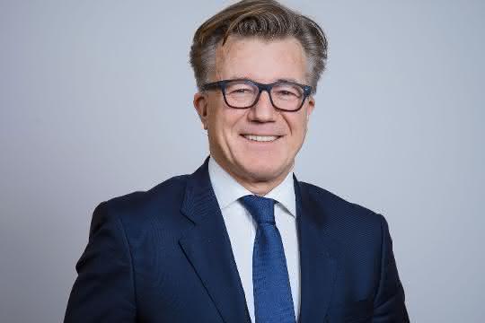 Saint-Gobain verkauft Baustoffhandelssparte und stellt Führungsspitze neu auf