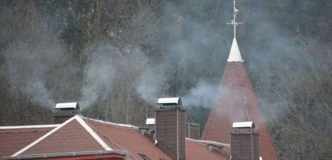 Holzheizungen in Deutschlandsorgen für lokale Probleme bei der Luftqualität und tragen zum globalen Klimawandel bei..