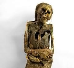 Mumie einer Frau von der Zentralküste Perus