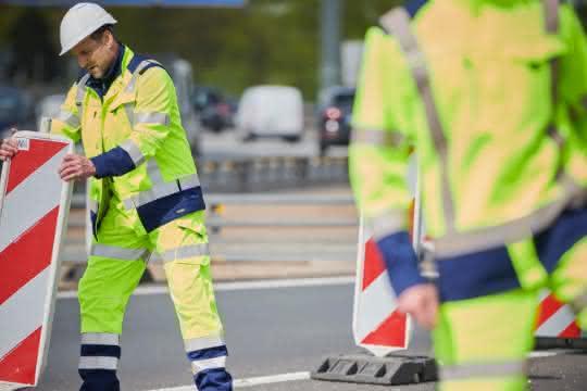 MEWA empfiehlt regelmäßige Kontrolle von Warnschutzkleidung