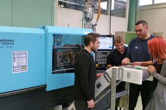 SKZ erhält Spritzgießmaschine von Sumitomo Demag