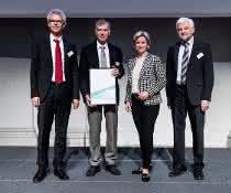 Von links nach rechts: Herr Prof. Dr. Ulrich Massing (Hettich), Herr Klaus-Günter Eberle (Hettich, GF), Frau Nicole Hoffmeister-Kraut (Wirtschaftsministerin BW), Herr Wolfgang Reimer (Regierungspräsident Stuttgart)