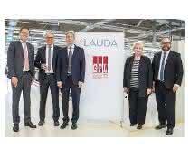 Erfolgreiche Vertragsunterzeichnung: Der Geschäftsführende Gesellschafter von Lauda, Dr. Gunther Wobser, die Geschäftsführenden Gesellschafter von GFL, Ulrike Mischel und Dieter Bubel, sowie die Geschäftsführer von Lauda, Dr. Marc Stricker und Dr. Mario Englert (von rechts).