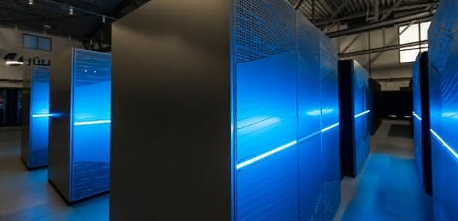 Mit Juwels verfügt das Forschungszentrum über einen Supercomputer, der zu den schnellsten der Welt gehört. Der Rechner ist bei Forschern aus ganz Europa hoch begehrt. Das System wird unter anderem für Simulationen in der Hirnforschung verwendet, etwa im europäischen Human Brain Project (HBP).