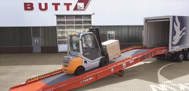 Verladerampe zur Be- und Entladung von Lkw und Containern