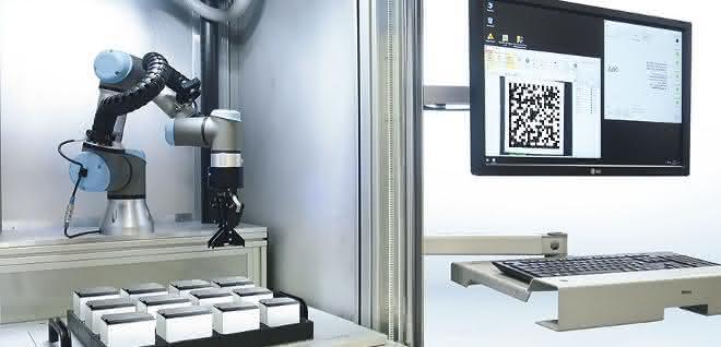 Workstation PROFESSIONAL mit Industrieroboter für flexible Laserbeschriftung