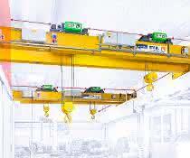 Ein Kran von Stahl CraneSystems.