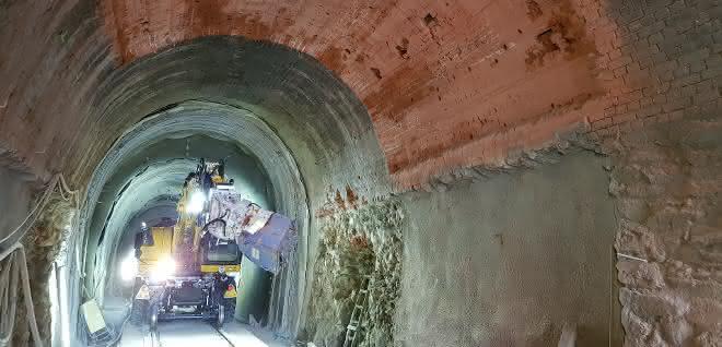 Flächenfräse von Kemroc im Einsatz bei Tunnelsanierung