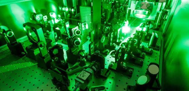 Extrem leistungsstark: Thales-Laser im Laserlabor JuSPARC.
