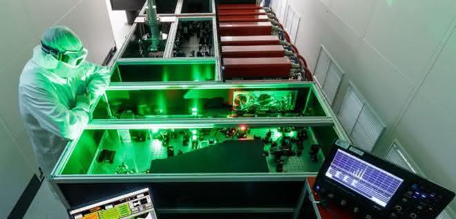 Im Laserlabor JuSPARC: Die Forscher hoffen auf wichtige Erkenntnisse für neue Materialien.
