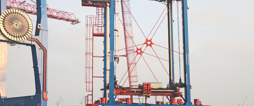 Hamburger Hafen: Hybrid-Van-Carrier in Betrieb genommen