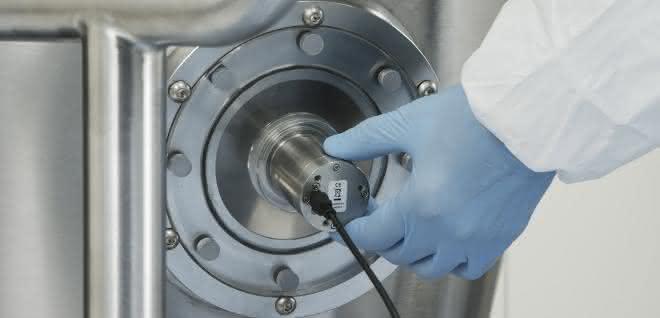 Bild 3: MicroNIR PAT-U für den kabelgebundenen Einbau in statische Prozesse. NIR mit robustem Metallgehäuse für den festen Einbau, auch erhältlich in ATEX-Variante oder zur Messung in Transmission. Temperatur je nach Geräteausführung bis zu 400°C und Druck bis zu 400 bar.