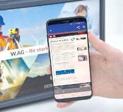 Der Koffernutzer scannt mit seinem Smartphone das IML-Motiv