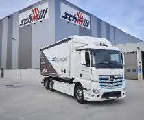 Ein Mercedes-Benz eActros, Exterieur, 2 x elektrischer Radnabenmotor, 240 kW, 2 x 485 Nm, Radformel 6x2, M-Fahrerhaus.