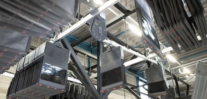 Automatisch Entladen: Dematic optimiert Taschensortiersystem