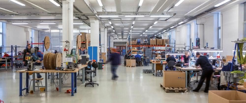 Lütze eröffnet Kompetenzzentrum Connectivity