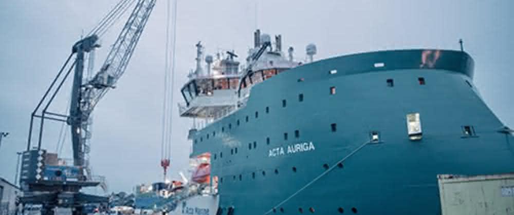Hafenlogistik: epas versorgt Offshore-Windparks Hohe See und Albatros