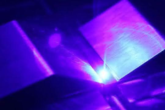 Blauer cw-Diodenlaser mit bis zu 1 kW Ausgangsleistung